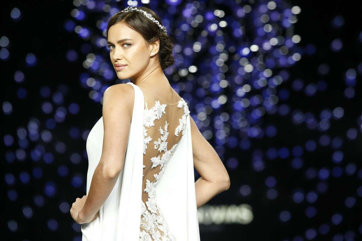 Russian model Irina Shayk presents a creation of the Pronovias 2016 collection during the last day of the Barcelona Bridal Week in Barcelona, on April 29, 2016. / AFP / PAU BARRENA (Photo credit should read PAU BARRENA/AFP/Getty Images)