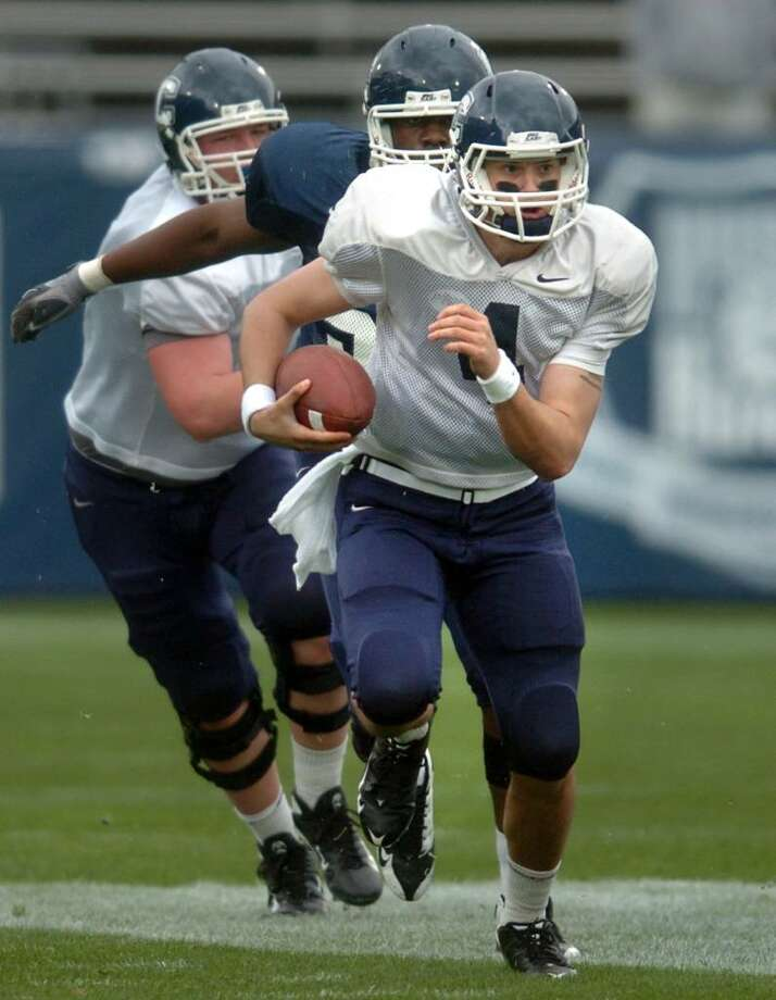 White team quarterback Michael Box carries the ball during the UConn spring football game at Rentschler Field in East Hartford Saturday Apr. 17, 2010. Photo: Autumn Driscoll / Connecticut Post