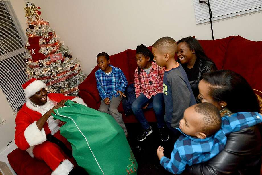 On Tuesday, December 22, Warriors Forward Draymond Green dressed up as Santa Claus and surprised local families with gifts for the holidays. Photo: Courtesy Of The Golden State Warriors