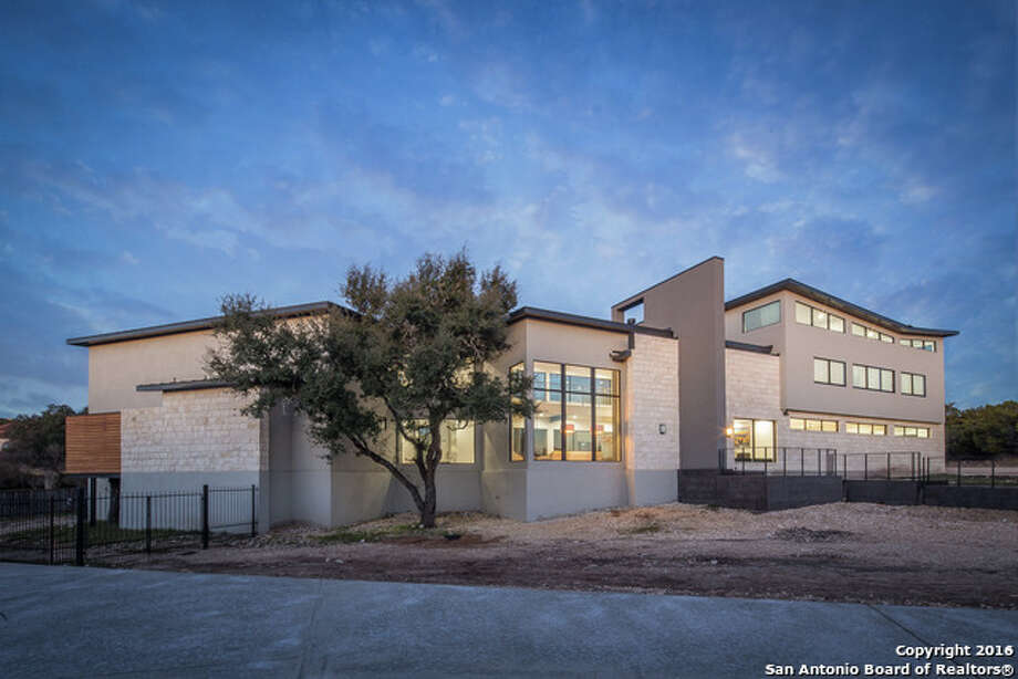 This contemporary home in Stone Oak is on the market at $1.4 million. Photo: Courtesy, Josh Boggs Via MySA.com