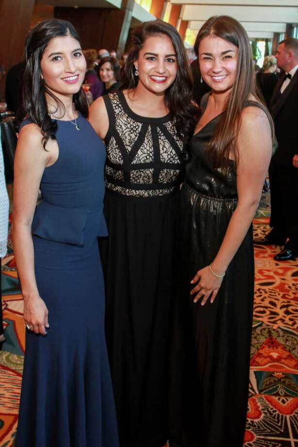 "Kelsey Vasquez, from left, Hrisa Katsigiannis and Elizabeth Stegman at the Memorial Hermann ""Circle of Life"" gala. (For the Chronicle/Gary Fountain, May 7, 2016) Photo: Gary Fountain, Gary Fountain/For The Chronicle / Copyright 2016 by Gary Fountain"