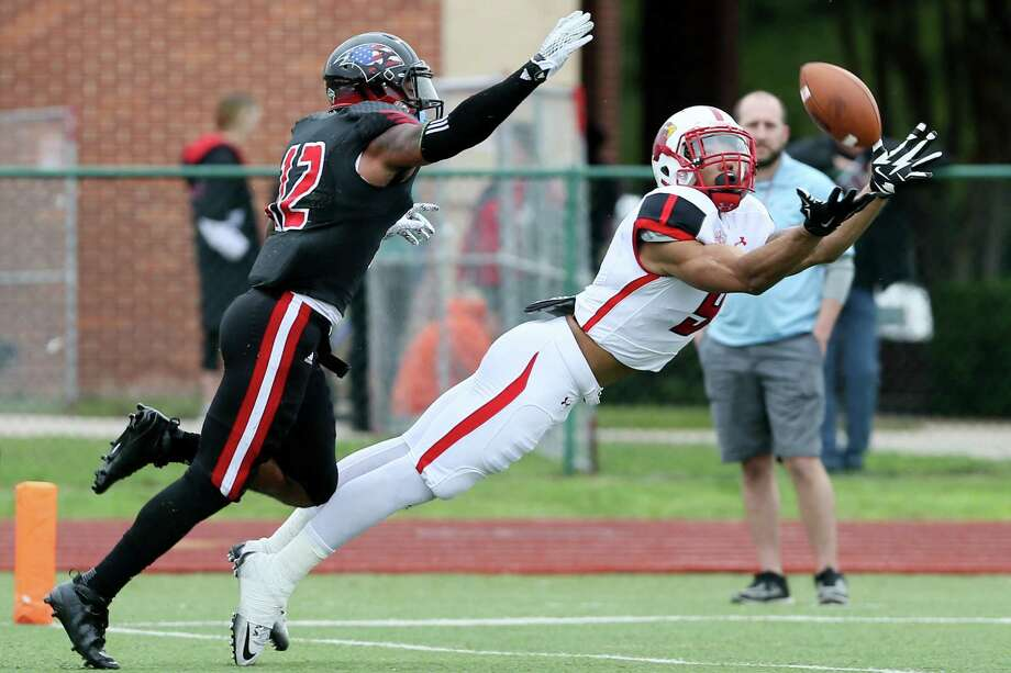 Lamar's Reggie Begelton (right) stretches to catch a pass while defended by UIW's Robert Johnson during the first half of their Southland Conference game at Benson Stadium on Saturday, Nov. 14, 2015.  Lamar beat UIW 28-21.  MARVIN PFEIFFER/ mpfeiffer@express-news.net Photo: Marvin Pfeiffer, Staff / Express-News 2015