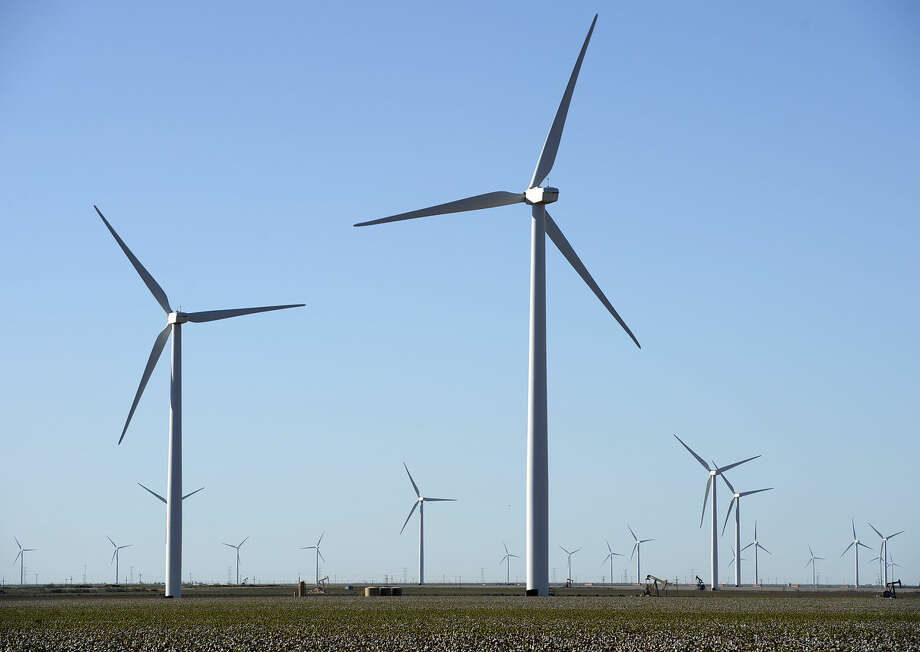 Xcel Energy on Thursday updated the Hale Wind Project, meant to generate electricity for Texas and New Mexico. An Xcel statement says turbines and blades are being delivered to the site southeast of Plainview, in Hale County.  Photo: James Durbin