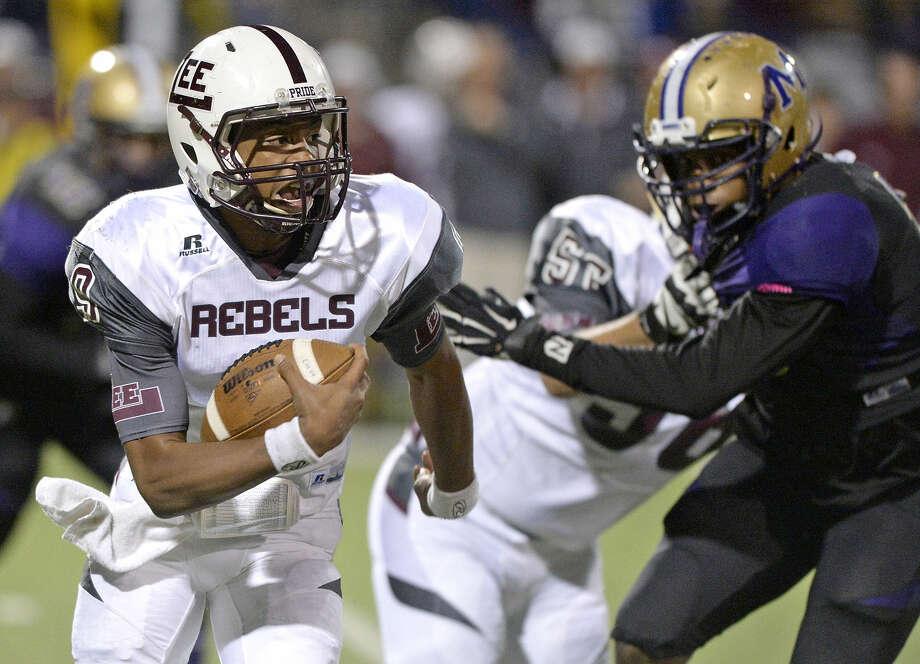 Lee quarterback Sema'J Davis (9) runs the ball against Midland High on Friday, Nov. 6, 2015, at Grande Communications Stadium. James Durbin/Reporter-Telegram
