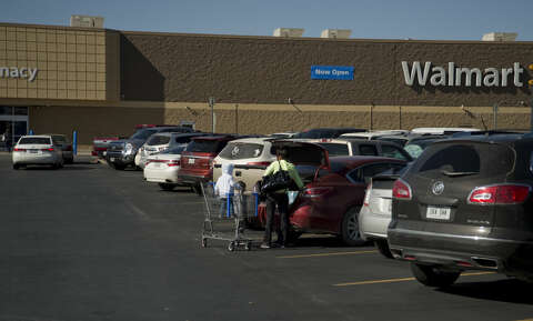 <b>Walmart:</b> Will close at 9 p.m. on Christmas