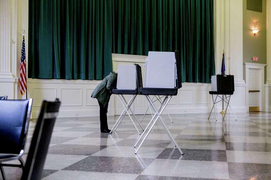 Voters cast their ballots. Photo: SAM HODGSON / NYT / NYTNS