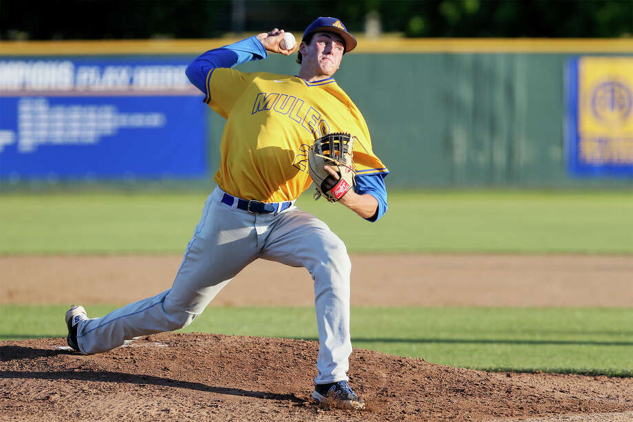 Alamo Heights' Forrest Whitley throws to the plate during the second inning of their Class 5A bidistrict playoff game with McCollum on May 6, 2016. Alamo Heights beat McCollum 6-0. Photo: Marvin Pfeiffer /San Antonio Express-News / Express-News 2016