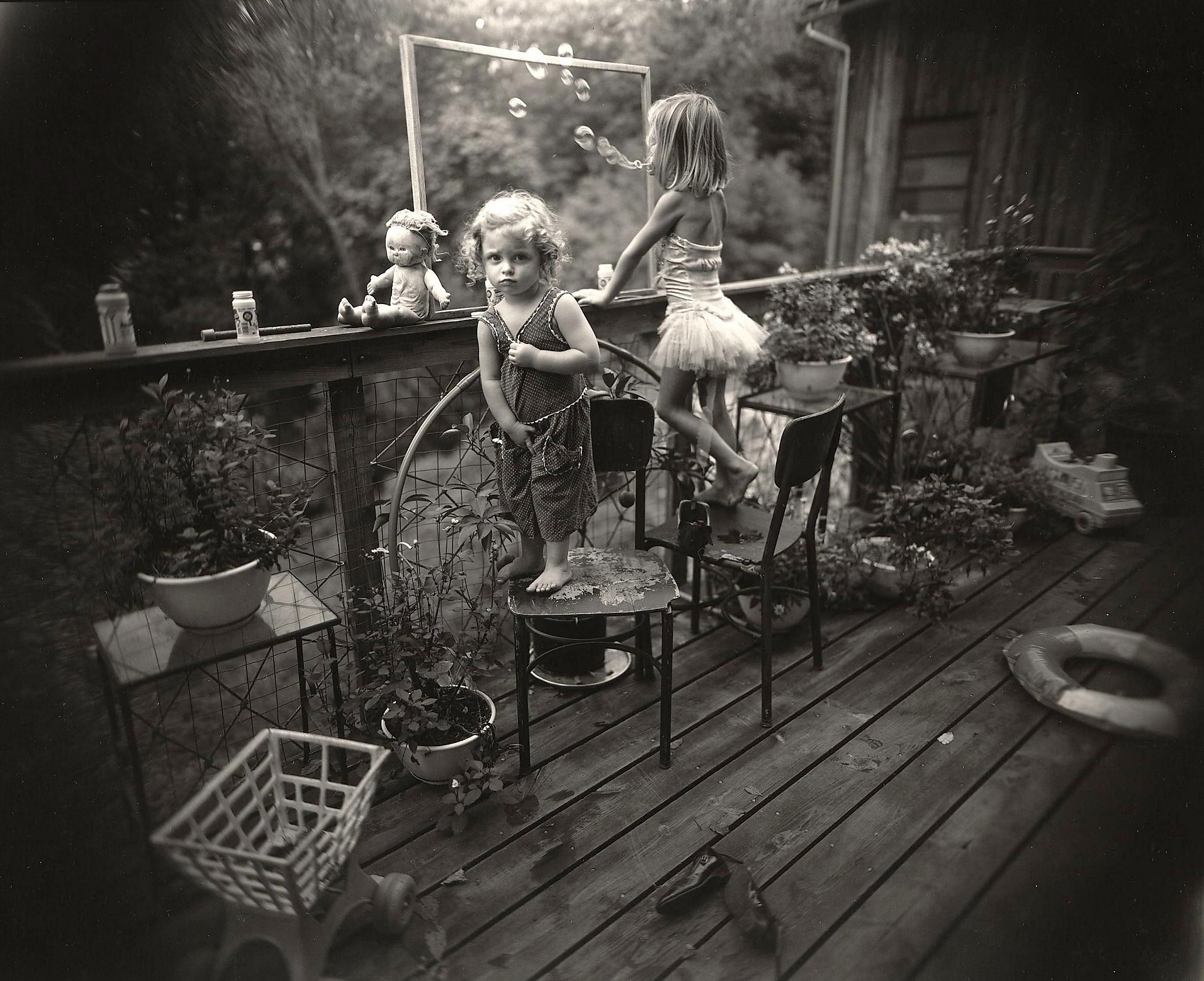 sally mann As her children grew older, mann shifted her focus to the landscape of the  american south, photographing bucolic settings and dilapidated plantations in.