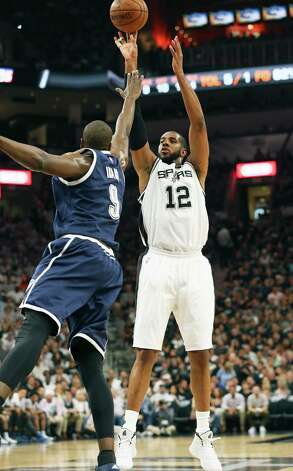 LaMarcus Aldridge pumps a jumper over Serge Ibaka as the Spurs host the Thunder in game 1 of second round NBA playoff action at the AT&T Center on April 230, 2016. Photo: TOM REEL, STAFF / SAN ANTONIO EXPRESS-NEWS / 2016 SAN ANTONIO EXPRESS-NEWS