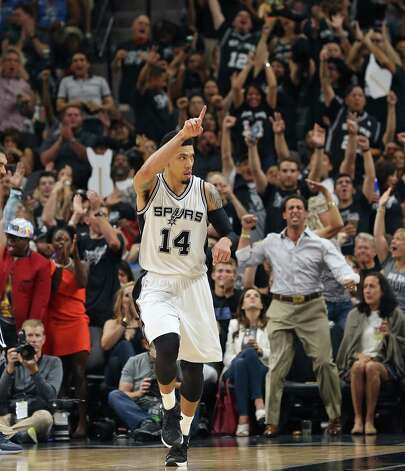 Danny Green gets the crowd going after hitting another three pointer in the second half as the Spurs host the Thunder in game 1 of second round NBA playoff action at the AT&T Center on April 230, 2016. Photo: TOM REEL, STAFF / SAN ANTONIO EXPRESS-NEWS / 2016 SAN ANTONIO EXPRESS-NEWS