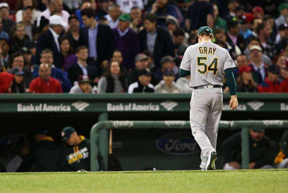Sonny Gray of the Oakland Athletics returns to the dugout after being pulled in the fourth inning during the game against the Boston Red Sox at Fenway Park on May 9, 2016 in Boston. Photo: Adam Glanzman, Getty Images
