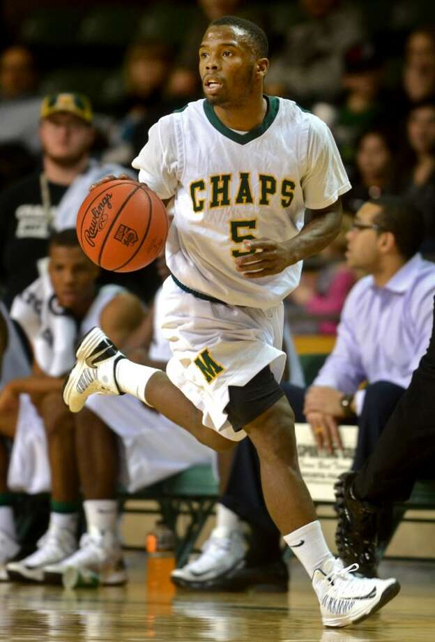 Midland College's Willis Nicholson takes the ball down the court against Weatherford College Thursday at the Chaparral Center. James Durbin/Reporter-Telegram Photo: JAMES DURBIN