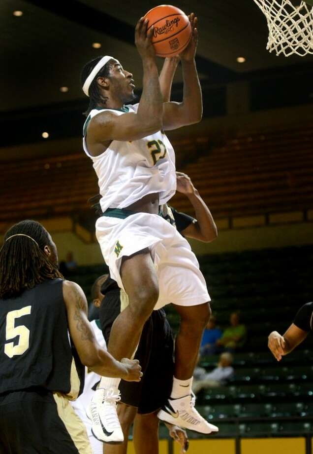 Midland College's Justin Coleman goes up to score against Weatherford College Thursday at Chaparral Center. James Durbin/Reporter-Telegram Photo: JAMES DURBIN