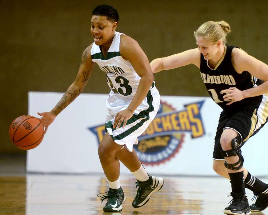 Midland College's Tia Dixon dribbles around the Weatherford College defense Thursday at the Chaparral Center. James Durbin/Reporter-Telegram Photo: JAMES DURBIN