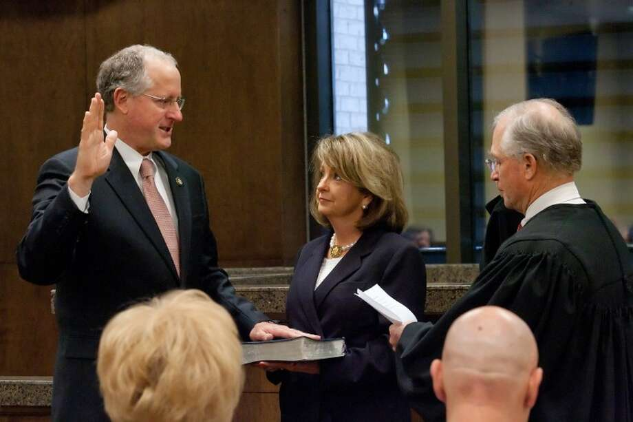(File Photo) Rep. Mike Conaway, left, places his hand on a Bible held by his wife Suzanne as he's sworn in for his third consecutive term as Dist. 11 U. S. Congressman by Federal Judge Rob Janell, Monday at the Midland County Courthouse. Cindeka Nealy/Reporter-Telegram Photo: Cindeka Nealy