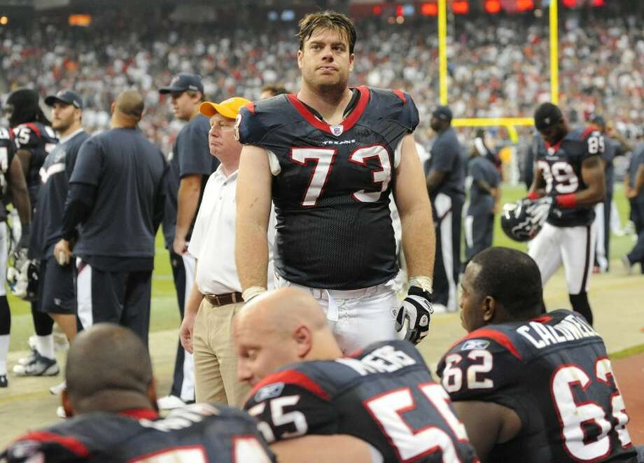 Eric Winston and the Houston Texans linemen rest and clock watch as the clock winds down in their first playoff victory in team history on Jan. 7. Photo: Wade H Clay