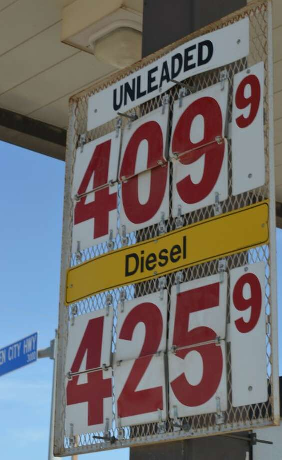 (File Photo) Gas prices in Midland hit a new year high as it reached $4.09 at Spike's Corner at the intersection of Garden City Highway and Fairgrounds Road. Photo: James Cannon/MRT