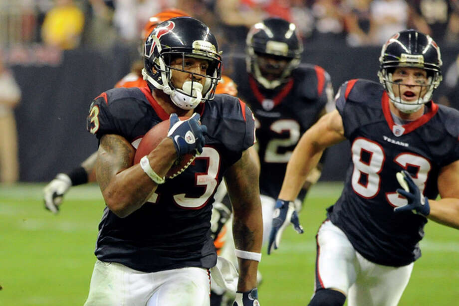 Houston Texans running back Arian Foster (23) runs for a touchdown against the Cincinnati Bengals during the fourth quarter of an NFL wild card playoff football game Saturday, Jan. 7, 2012, in Houston. (AP Photo/Dave Einsel) Photo: Dave Einsel / FR43584