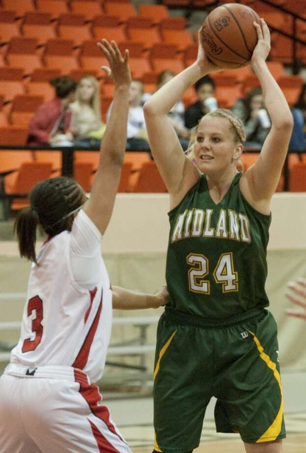 Midland College forward Catherine Kruschke (24) looks to make a pass as Howard College's Brittany Aikens defends Monday in Big Spring. Tim Fischer\Reporter-Telegram Photo: Tim Fischer