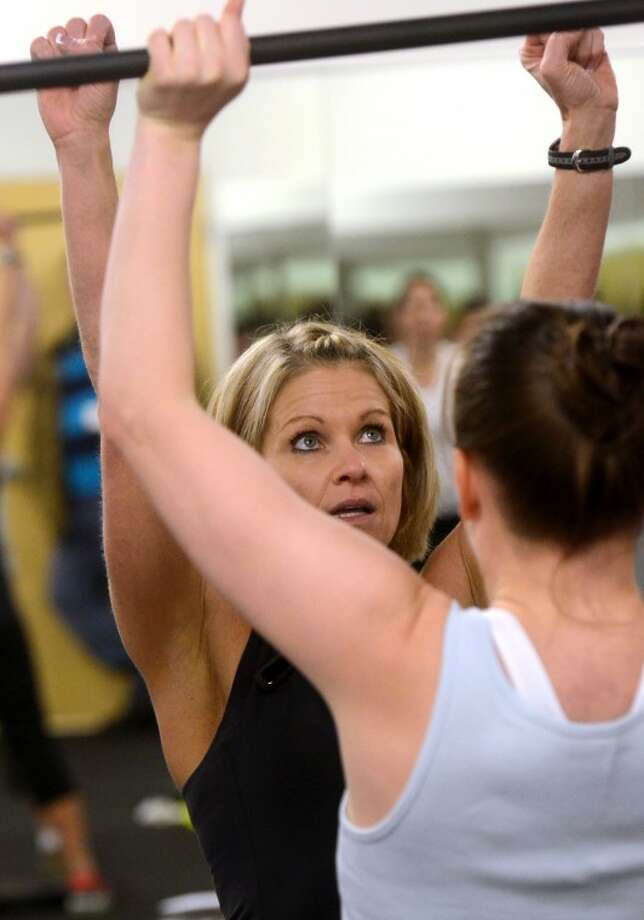 Sheila McGill, Fitness Director for Midland YMCA, gives some advice to a fitness class participant while participating in 'Grit,' a high intensity interval training program Saturday at the YMCA. James Durbin/Reporter-Telegram Photo: JAMES DURBIN