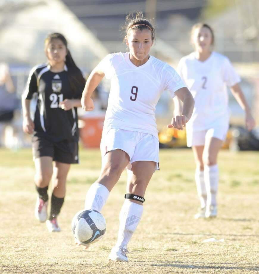 Serena Pinter (9) dribbles the ball towards Lubbock High School's goal Friday during the Presidents Cup Tournament at Lee High School. Cindeka Nealy/Reporter-Telegram Photo: Cindeka Nealy