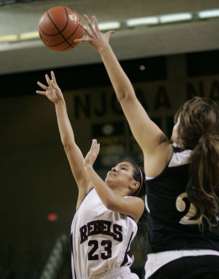 Lee's Cindy Benavides (23) takes the shot for two as she's guarded by Permian High School's Italia Calderon (2) last season during their game at the Chaparral Center. Cindeka Nealy/Reporter-Telegram Photo: Cindeka Nealy
