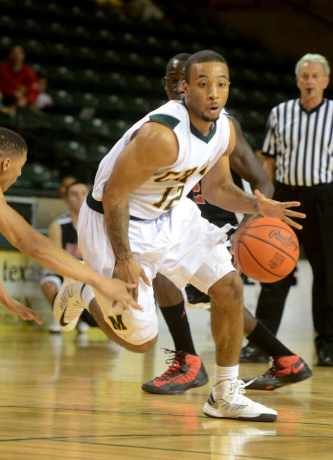 Midland College's Corey Hilliard drives to the basket against New Mexico Military Institute Thursday at Chaparral Center. James Durbin/Reporter-Telegram Photo: JAMES DURBIN
