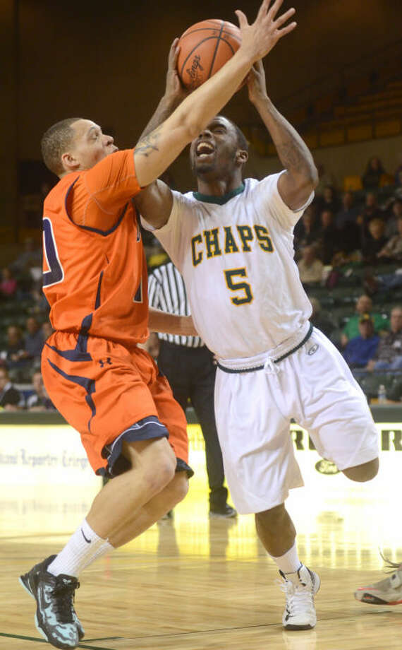 Midland College's Willis Nicholson heads to the hoop while being covered by South Plains' Devonte Smith Thursday at Chaparral Center. James Durbin/Reporter-Telegram Photo: JAMES DURBIN