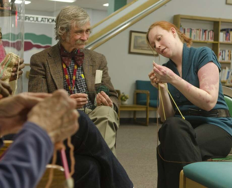 Midland librarian Sarah Ross teaches a knitting class at Midland County Library, tries to teach Ed Todd how to knit Tuesday evening. Photo by Tim Fischer/Midland Reporter-Telegram Photo: Tim Fischer
