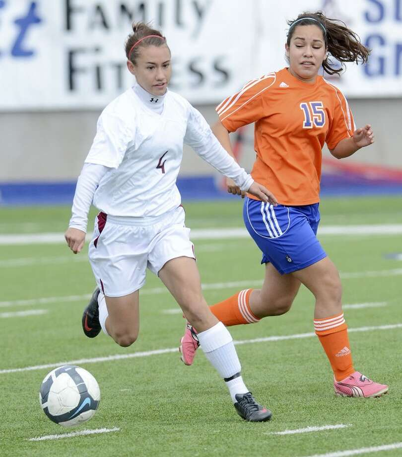 Lee's Kendeal Stark (4) moves the ball away from San Angelo Central's Emily Guevara (15) Saturday during their game at Grande Communications Stadium. Cindeka Nealy/Reporter-Telegram Photo: Cindeka Nealy