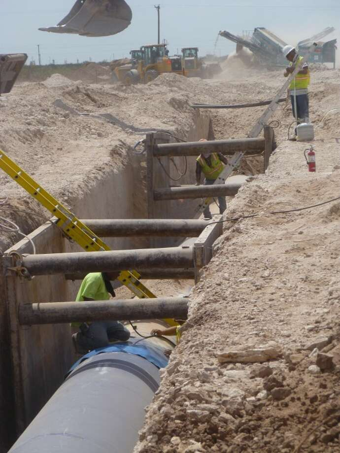 (File Photo) Workers with Garney Conmstruction continue connecting the pipe line through Ector County from the T-Bar Ranch to Midland. Photo by Kathleen Petty