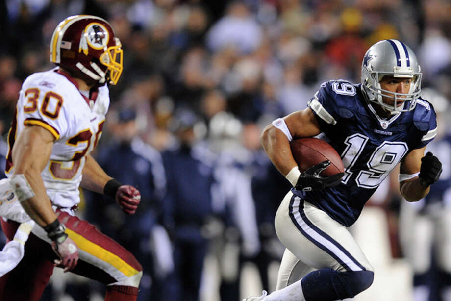 In this Dec. 27, 2009, photo, Dallas Cowboys wide receiver Miles Austin carries the ball during an NFL football game against the Washington Redskins in Landover, Md. (AP Photo/Nick Wass) Photo: Nick Wass / FR67404 AP