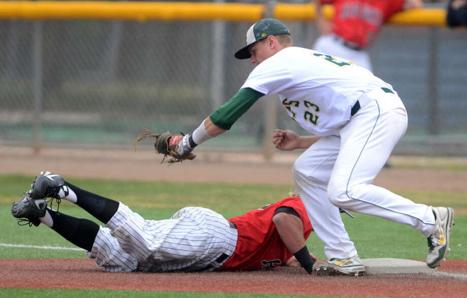 Midland College first baseman Chris Shaw tries to catch Howard College's Keegan Sanford off base Friday at Christensen Stadium. James Durbin/Reporter-Telegram Photo: JAMES DURBIN