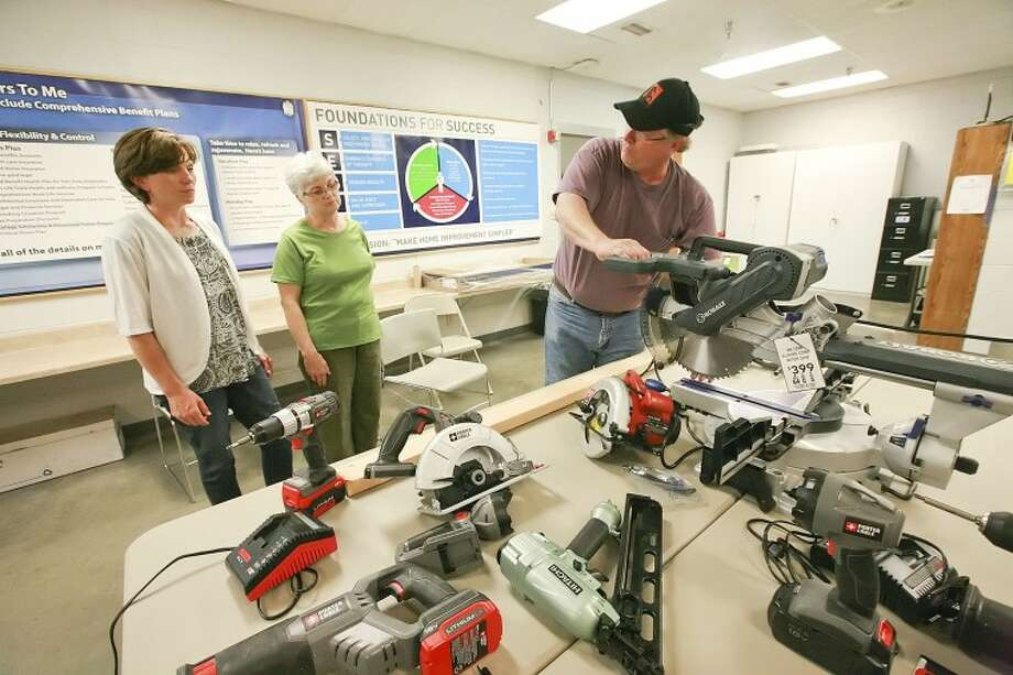 Lowe's teaches women how to use power tools - Midland Reporter-Telegram