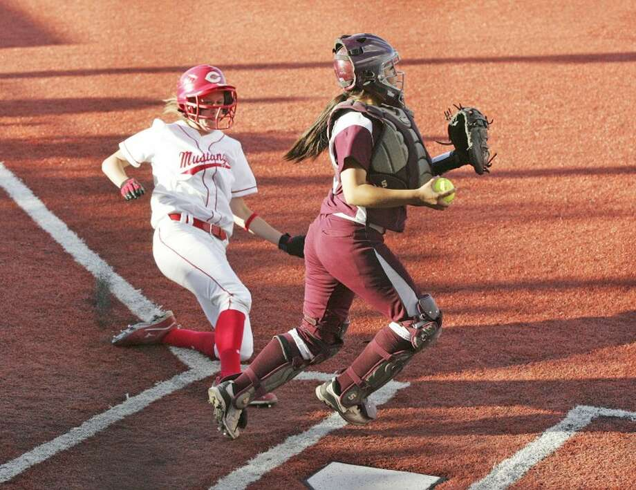 Lee catcher Destiny Reyes looks to make the play at second after tagging the plate to out Lubbock Coronado's Katlin Reed, Friday during the first game of their Class 5A regional quarterfinal softball series at the Seminole High School softball field. Cindeka Nealy/Reporter-Telegram Photo: Cindeka Nealy