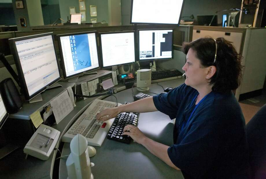 (File Photo) Michelle Miller receives 911 emergency calls and dispatches fire and rescue from the Communications Davison at the Midland Police Department. Cindeka Nealy/Reporter-Telegram Photo: Cindeka Nealy