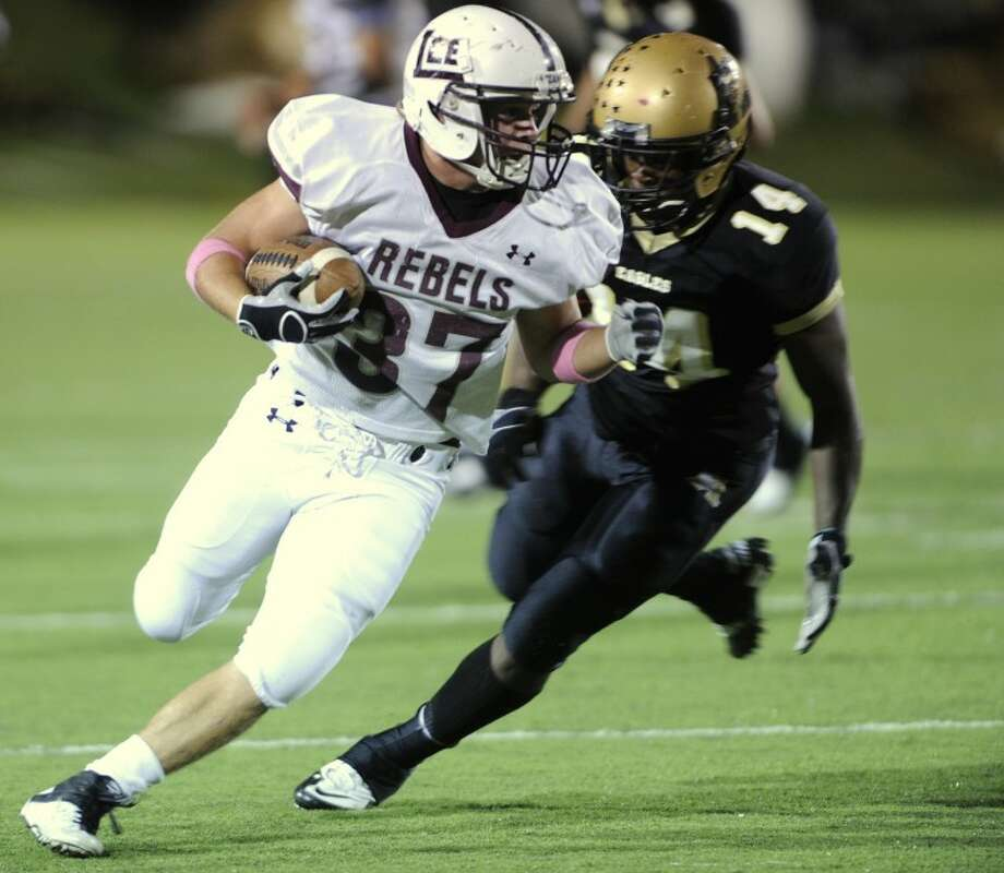 Midland Lee running back Jacob Power (37) rushes past Abilene High linebacker Shaq Sims (14) during the second quarter of the Lee's 49-34 loss on Friday, Oct. 14, 2011, at Shotwell Stadium in Abilene. (Photo by Tommy Metthe/Abilene Reporter-News) Photo: Tommy Metthe