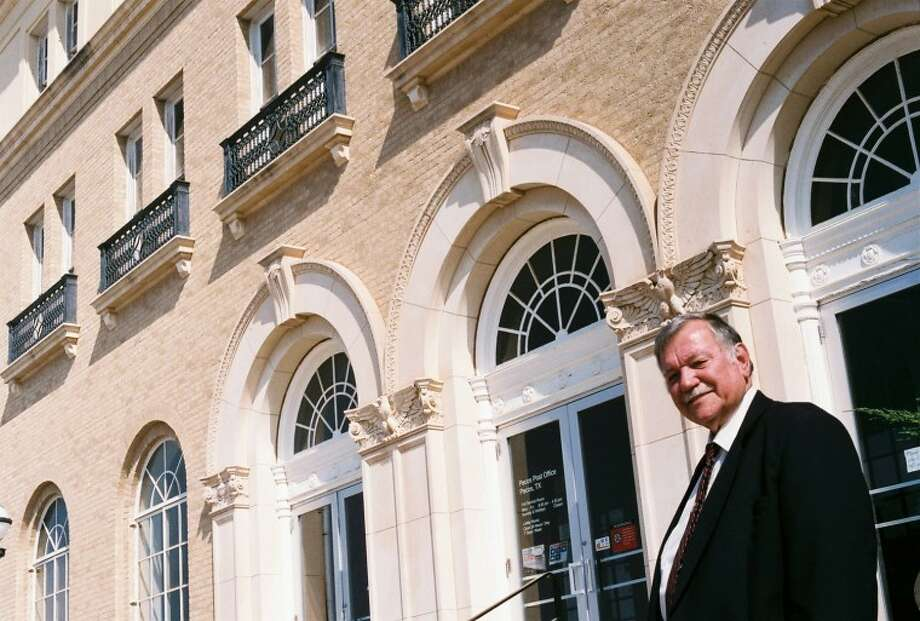 Retired Deputy U.S. Marshal Steve Balog of Pecos stands in front of the U.S. Post Office and former courthouse. Photo: Ed Todd
