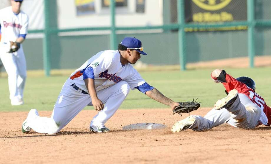 RockHounds second baseman Tyler Landendorf prepares to pick off Frisco's Alex Buchholz earlier this season during their game at Citibank Ballpark. Cindeka Nealy/Reporter-Telegram Photo: Cindeka Nealy