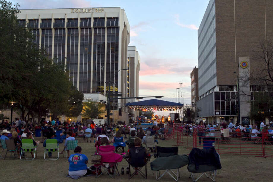 General view of the annual Celebration of the Arts Street Concert on Saturday in Centennial Plaza. James Durbin/Reporter-Telegram Photo: JAMES DURBIN