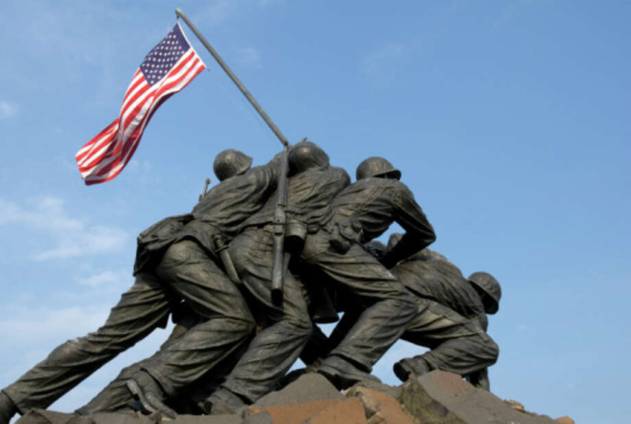 The US Marine Corps War Memorial is located near Arlington National Cemetery in Rosslyn, Virginia. It is dedicated to all personnel of the United States Marine Corps (USMC) who have died defending their country since 1775. Photo: Gary Blakeley / Hemera