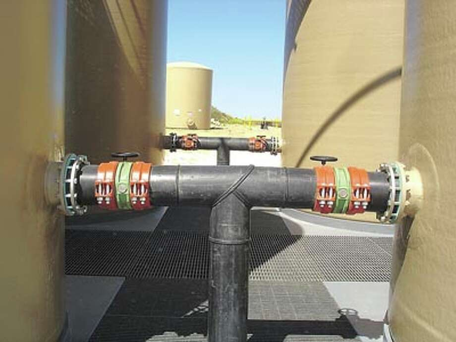 The Victaulic plain end HDPE joining system joins pipe quickly and securely.