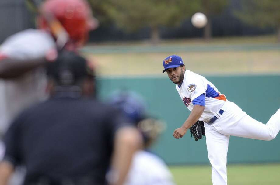 Fabio Castro throws a pitch to Springfield's Jermaine Curtis, Tuesday during their game at Citibank Ballpark. Cindeka Nealy/Reporter-Telegram Photo: Cindeka Nealy
