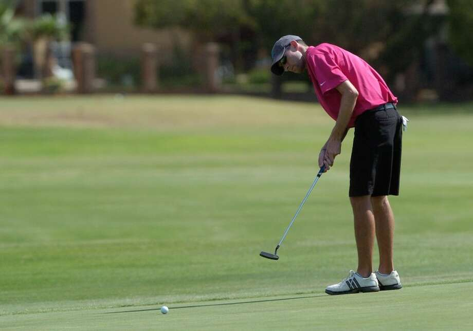 (FILE PHOTO) Jason Lindgren putts his ball putts his ball during last year's Jamboree at Green Tree Country Club. Cindeka Nealy/Reporter-Telegram Photo: Cindeka Nealy