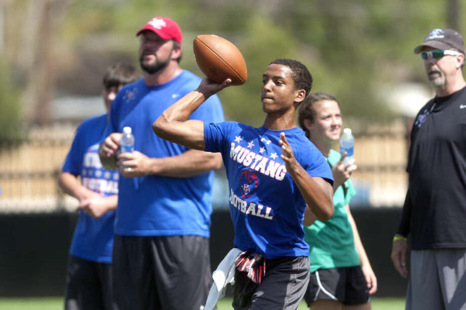Football practice Friday at Midland Christian. James Durbin/Reporter-Telegram Photo: JAMES DURBIN