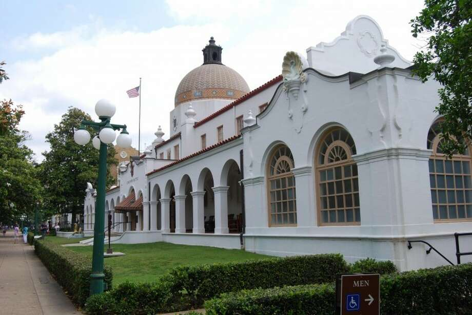 Quapaw Bathhouse is one of two still functioning in Hot Springs, Ark. Photo: Kay Crites