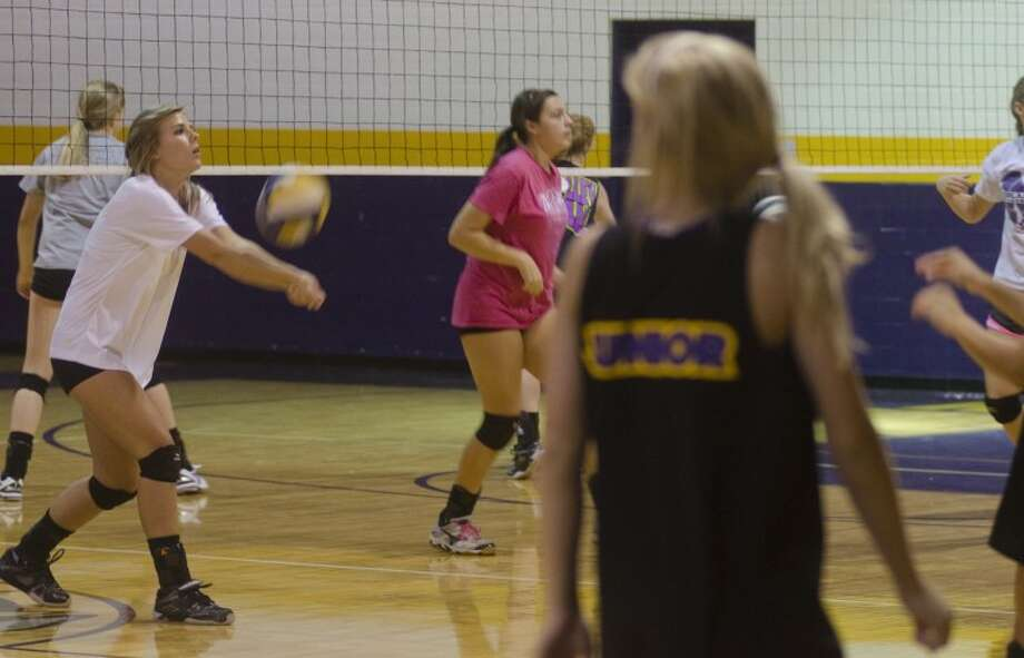 (FILE PHOTO) Midland High volleyball players practice Monday afternoon at MHS. Photo by Tim Fischer\ Reporter-Telegram Photo: Tim Fischer