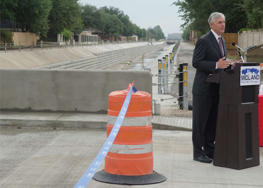 Mayro Wes Perry announces the reopening of the Ward Street bridge Friday morning. Photo by Tim Fischer/Midland Reporter-Telegram Photo: Tim Fischer