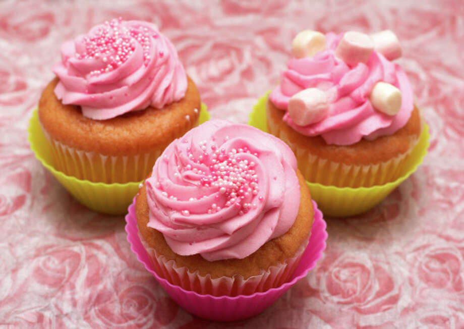 Three Fresh vanilla cupcakes Photo: Stock Image / iStockphoto