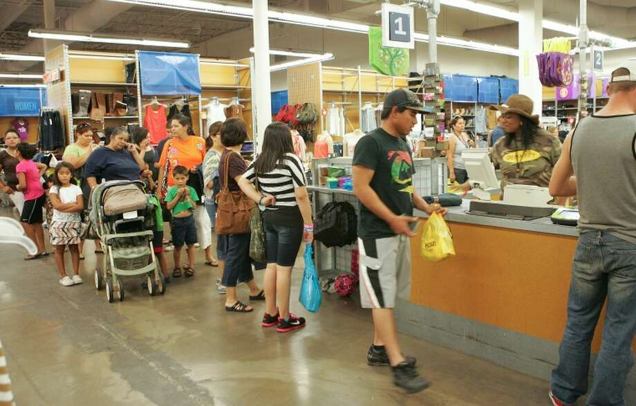 (2011 File Photo) Customers line up to pay for their items and to take advantage of tax free weekend Saturday at Old Navy in the Midland Park Mall. Cindeka Nealy/Reporter-Telegram Photo: Cindeka Nealy